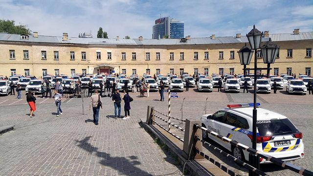 Автомобілі закупили в японської компанії зі значною знижкою. Урочиста  передача автомобілів підрозділам поліції відбулася 25 травня. cf9c897107edc